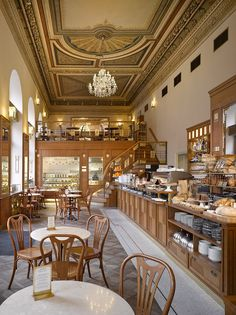 Cafe Savoy Restaurant since 1893. Rich breakfasts and gourmet menu. It´s own bakery.
