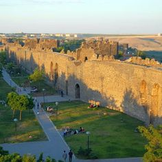 Diyarbakir Fortress and Hevsel Gardens, Turkey / Unesco Word Heritage List Landscaping Las Vegas, Heritage Center, World Pictures, Turkey Travel, Ancient Ruins, Ancient Civilizations, World Heritage Sites, Wonders Of The World, Monument Valley