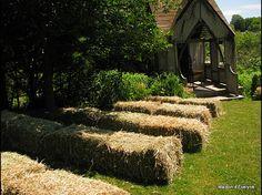 Au jardin préparation en cour pour la cérémonie
