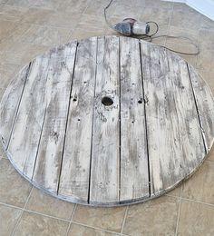diy wall clocks 661607001489734887 - DIY Wood Pallet Clock – Source by alexrouyere Diy Wood Pallet, Pallet Clock, Pallet Crafts, Pallet Art, Wooden Diy, Wood Pallets, Wooden Signs, Rustic Wall Clocks, Unique Wall Clocks