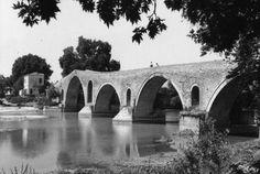Το γεφύρι της Άρτας το 1961... Φωτογράφος Robert McCabe. Greece, Bridge, Greece Country, Bridges, Attic, Bro