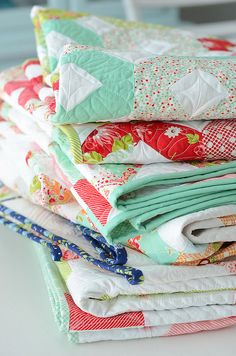 quilts by croskelley, via Flickr  Love her stuff. In this photo want that green!