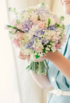 The bride's bouquet is almost as important as her wedding dress. With so many flowers and options, it is time to put together your own spring wedding bouquet. Hydrangea Bouquet Wedding, Spring Wedding Bouquets, Bride Bouquets, Bridal Flowers, Floral Wedding, Spring Bouquet, Trendy Wedding, Wedding Colors, Wedding Vintage