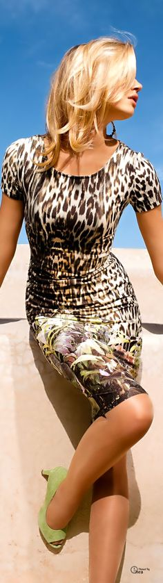 Animal print sheath dress with floral detail at hem. Leopard Fashion, Animal Print Fashion, Fashion Prints, Animal Prints, Beauty And Fashion, Fashion Mode, Womens Fashion, Vestidos Animal Print, In Pantyhose