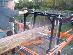 wood - This guy built himself a portable sawmill using a chain saw Homemade Chainsaw Mill, Portable Chainsaw Mill, Chainsaw Mill Plans, Wood Mill, Lumber Mill, Bandsaw Mill, Diy Bandsaw, Log Furniture, Homemade Tools