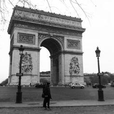El Arco del Triunfo preside en #París los Campos Elíseos. #mochileros