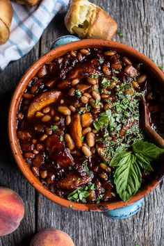 We are already tearing up at the sight of these Bourbon Peach BBQ Baked Beans from She assures us the peaches and beans combo isn't weird, and we're inclined to believe her. After all, sharp bourbon + sweet peaches - the bacon = all of our bea Baked Beans From Scratch, Bbq Baked Beans, Vegetarian Baked Beans, Vegetarian Food, Vegan Food, Baked Bean Recipes, Beans Recipes, Jai Faim, Southern Dinner