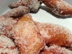 Fasnetsküchle oder auch Krapfen genannt. Kleines süßes Hefeteiggebäck, das in Öl ausgebacken und anschließend in Zucker gewälzt wird.