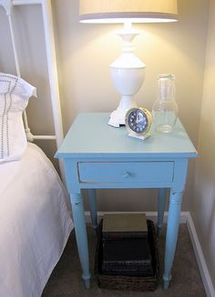 Get cheap bed side tables at thrift stores, then paint and distress! Get cheap bed side tables at th College Girl Bedrooms, Girls Bedroom, Wood Paneling Update, Dark Wood Desk, Vinyl Wood Flooring, E Room, My First Apartment, Wood Interior Design, Home Goods