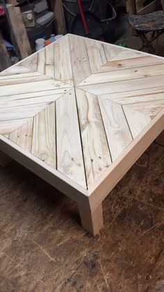 Coffee table made using pallet wood - Pallet Furniture Ideas Pallet Patio Furniture, Diy Furniture Projects, Table Furniture, Diy Projects, Table Palette, Crate Table, Wood Pallets, Pallet Wood, Pallet Benches