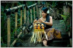 https://flic.kr/p/7kmcBg | The Beauty of Bali #2 | Bali and offering a.k.a