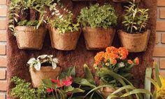 Se virando sem grana: Aprenda a fazer um jardim vertical na varanda da s...