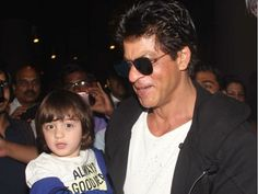 Shah Rukh Khan shares a 'hand some' pic with AbRam on Twitter and we are totally adoring it #FansnStars