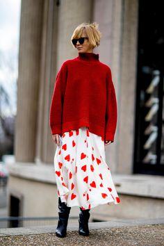 The Best Street Style Looks From Paris Fashion Week Fall 2018 - Fashionista Tokyo Street Fashion, Fashion Week Paris, Trend Fashion, Fashion Mode, Fashion 2017, New Fashion, Autumn Fashion, Fashion Outfits, Style Fashion