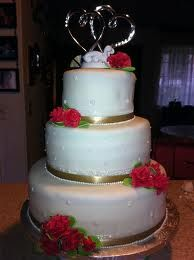 wedding cake border ideas white champagne wedding cake white and ivory wedding 22044