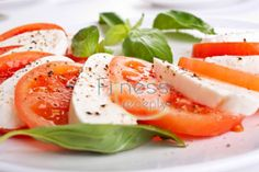 Easy Caprese salad with mozzarella and tomatoes Salade Caprese, Caprese Salad Recipe, Tomato Salad Recipes, Mozarella, Mozzarella Salad, Fresh Mozzarella, Buffalo Mozzarella, Elegant Appetizers, Quick And Easy Appetizers