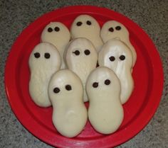Are you looking for a simple Halloween recipe to make a fun treat for your kids? Look no further – these ghost cookies only require 4 ingredients and the results are sure to please any crowd. What you'll need: 1 pkg of Nutter Butter cookies 1.5-2 pkg of white chocolate chips shortening 1/4 cup of…   [read more]