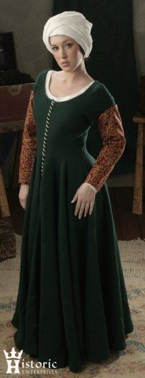 Worn as an outer gown by the middle classes and as an undergown by the upper classes, short sleeved gowns of this type are seen throughout Europe from about 1440-1480. For me - no brocade sleeves though.