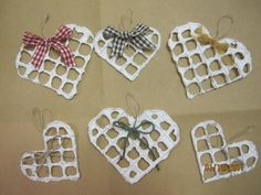 Paperimassassa dipattuja sydämiä ja sisustustauluja - Harrastusten tuotoksia - Vuodatus.net Hobbies And Crafts, Paper Mache, Cookie Cutters, Paper Flowers, Valentines Day, Christmas Crafts, Paper Crafts, Decor, Xmas