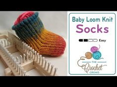 Knit Socks on a Sock Loom : Learn how to knit socks on a sock loom with Mikey. Please note that DALooms has… loom socks Knitting Loom Socks, Loom Knitting Stitches, Loom Knit Hat, Knifty Knitter, Loom Knitting Projects, Knitting Videos, Easy Knitting, Knit Socks, Knitting Tutorials