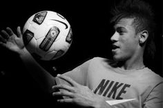 According to Spanish Newspaper MundoDeportivo, Neymar, the 21 year-old Santos FC striker, has agreed to a 5 year deal with FC Barcelona. Neymar Jr, Good Soccer Players, Football Players, 21 Years Old, 5 Years, Fc Barcelona Neymar, World Cup 2014, Soccer Ball, Messi