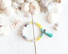 Bracelet Montego Bay, fil élastique, perles, turquoise, blanc, vert, jaune, violet, pompon, style plage, bijou d'été, pour femme