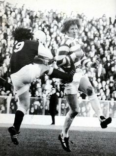 Hibernian 0 Celtic 2 in Jan 1975 at Easter Road. Joe Harper and Billy McNeil battle it out for the ball in the Scottish Cup Round tie. Celtic Pride, Celtic Fc, Hibernian Fc, Glasgow, 2 In, Legends, Battle, Easter, Football