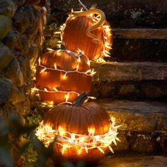 Decorating for Halloween and fall usually involves yielding a pointy object and carving into a pumpkin, but maybe you should try something effortless like these no-carve pumpkin decorating ideas. Small Pumpkins, Painted Pumpkins, White Pumpkins, No Carve Pumpkin Decorating, Pumpkin Carving, Pumpkin Painting, Easy Halloween Crafts, Up Halloween, Red Led Lights