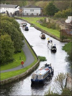 Boats on the canal near Glasgow, Scotland England Ireland, England And Scotland, Glasgow Scotland, Scotland Travel, Edinburgh Uk, Aldea Global, Canal Boat, Vacation Places, Vacations