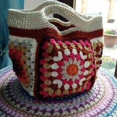 Small Granny Square Project Bag Tutorial #freecrochetpattern | Crafternoon Treats