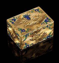 Especially fine Louis XV parcel enamelled four-colour gold snuff box.