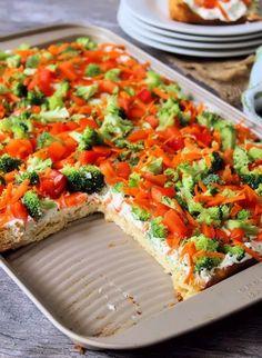 Crescent Roll Pizza, Crescent Roll Recipes, Crescent Rolls, Pizza Appetizers, Great Appetizers, Appetizer Recipes, Cream Cheese Pizza, Philly Cream Cheese, Veggie Cream Cheese Recipe