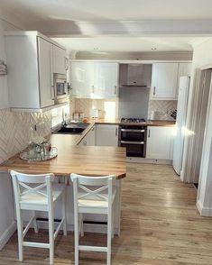Kitchen Room Design, Modern Kitchen Design, Home Decor Kitchen, Interior Design Kitchen, Home Kitchens, Small Kitchen Diner, Very Small Kitchen Design, Small Modern Kitchens, Kitchen With Breakfast Bar