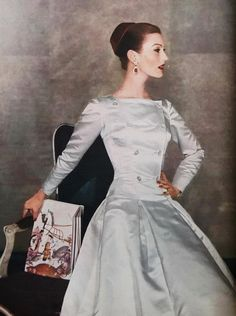 Mary Jane Russell, 1955 Photo by Louise Dahl-Wolfe vintage fashion Vintage Vogue, Vintage Glamour, Vintage Beauty, Fifties Fashion, Retro Fashion, Fashion Vintage, Vintage Gowns, Vintage Outfits, Moda Retro