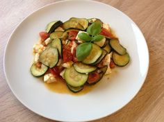 Tomaten-Zucchini-Pfanne mit Feta, ein schönes Rezept aus der Kategorie Schmoren. Bewertungen: 231. Durchschnitt: Ø 4,5.