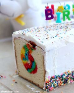 A surprisingly easy recipe for a colorful surprise birthday cake