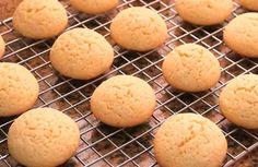 Las galletas caseras son uno de los dulces más agradecidos que podamos preparar. Las preparamos en una tarde y nos pueden durar frescas durante semanas.  Además, no tienen ningún secreto porque la masa no tiene que subir ni hay que acertar ningún punto de cocción especial. Son una excelente opción