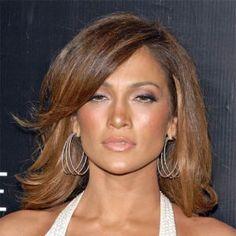 Coafura par mediu Jennifer Lopez  Coafura par mediu Jennifer Lopez  Jennifer Lopez mereu impresioneaza, si aceasta coafura pentru par mediu,  pe care a avut-o la Walk Of Style Awards nu este o exceptie.