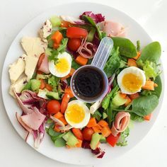 AAALL the colour!  Super yummy ham egg & cheese salad with a chilli & mango balsamic dressing for @fitgirl_birdysf (yup... That IS my protein powder scoop  we've still to fully unpack ) Tagged ladies what's on your plate's today?