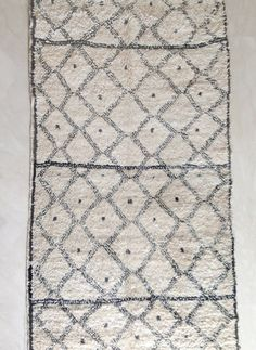 Gorgeous vintage Azilal from Morocco. White and brown Moroccan tribal rugs are handwoven Mid Century Rug, Book Baskets, Beni Rugs, Natural Interior, Nature Decor, Beni Ourain, Pink Rug, Danish Design, Modern Rugs