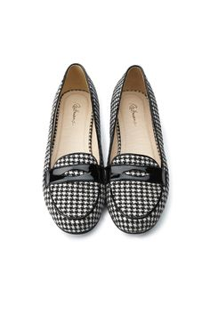 Classic houndstooth penny loafers from Reitmans Penny Loafers, Leather Loafers, Patent Leather, Sock Shoes, Shoe Boots, Mon Jeans, Estilo Fashion, Best Sneakers, Pretty Shoes