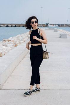 black look fashion blogger