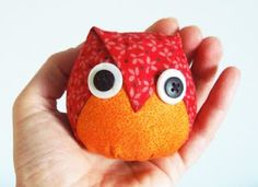 Folded Owl I can see many uses for it: ornament, pincushion, cushion,    Free pattern:     TUTORIAL - How To Make:    1. Enlarge or shrink the template according to the size you want the owl.