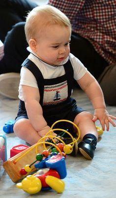 Qual o look mais fofo do príncipe George? - Enquete - Moda
