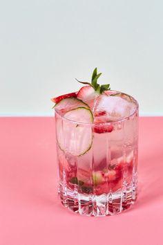 Recipe: Sparkling Strawberry Cucumber Mocktail The Pimm's Cup-Inspired Mocktail Lemon Vodka, Non Alcoholic Cocktails, Virgin Cocktails, Easter Cocktails, Bebidas Detox, Alcohol Free, 3 Ingredients, Healthy Drinks, Cocktail Recipes