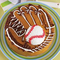 Baseball Glove and Ball Cake. Step-by-step guide: http://www.parents.com/recipes/familyrecipes/dessert/baseball-cake/?socsrc=pmmpin050212baseballglovecake