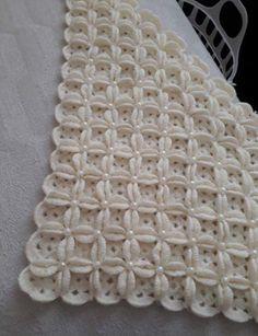 Baby Blanket with Crochet Pattern - Battaniye Modelleri Poncho Crochet, Baby Afghan Crochet, Crochet Patterns Amigurumi, Crochet Blanket Patterns, Baby Knitting Patterns, Crochet Motif, Diy Crochet, Crochet Flowers, Crochet Stitches