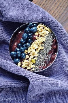 Market Fresh Smoothie Bowl - Eat your fruits and veggies in this beautiful and healthy vegan smoothie bowl recipe. Get in on the smoothie bowl trend!