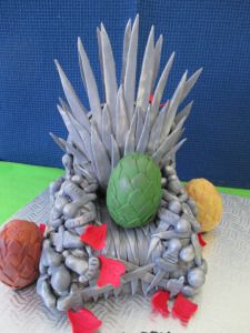 """Game Of Thrones """"Iron Throne"""" cake and edible Dragon Eggs. Wedding Favors, Wedding Cakes, Dragon Egg, Iron Throne, Themed Cakes, Cake Designs, Sweets, Game, Party"""