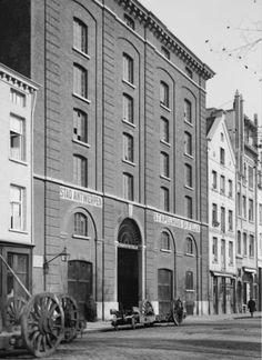 """Het stapelhuis """"Sint Felix"""" aan de zijde van de Oude Leeuwenrui. In dit gebouw is al enkele jaren het archief van de Stad Antwerpen ondergebracht."""